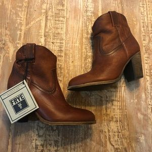 NWT Frey Leather Heeled Western Style Booties